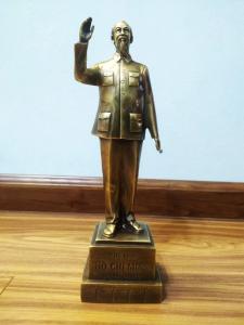 Tượng bác chủ tịch Hồ Chí Minh bằng đồng thau Hồng Thắng